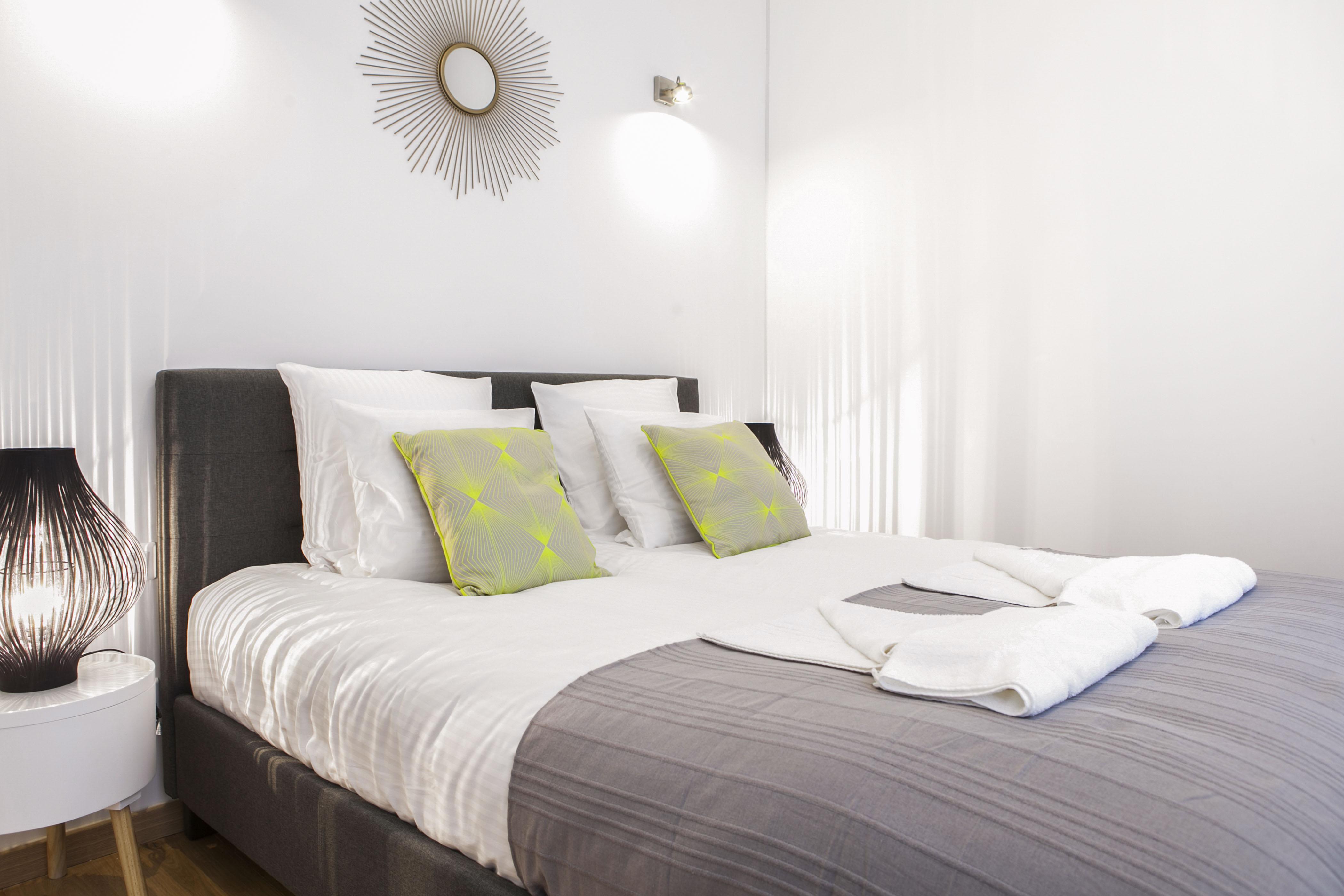 flandres appart hotel10 apm decoration home staging. Black Bedroom Furniture Sets. Home Design Ideas
